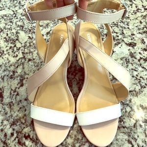 Tan and white wrap wedges